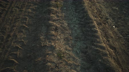 stabilizátor : old dirt ground road between fields pan from electronic stabilizer