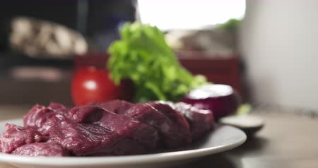 говядина : fresh raw beef slices on plate on kitchen table Стоковые видеозаписи
