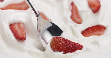 йогурт : Slow motion of eating strawberries with cream with spoon, 4k 60fps footage