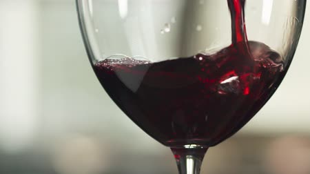 kırmızı şarap : Slow motion of pour red wine in glass indoor shot, 180fps footage