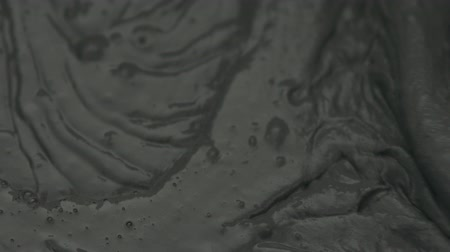 миномет : Slow motion closeup mixing dark gray micro concrete plaster