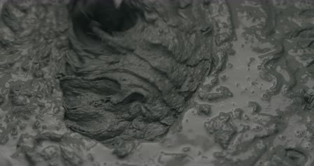 mistura : Slow motion mixing water in micro concrete plaster Stock Footage