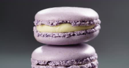 arduvaz : Closeup pan of lavender purple macarons stacked on slate board Stok Video