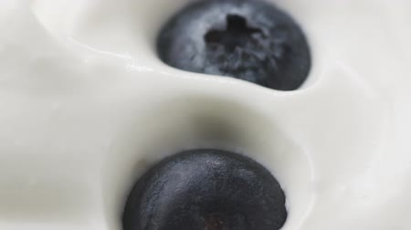jagoda : Blueberries in organic yogurt rotating loop video