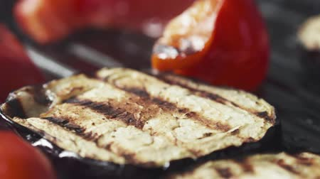 panelas : Slide slow motion shot of cooking eggplant and pepper on grill pan