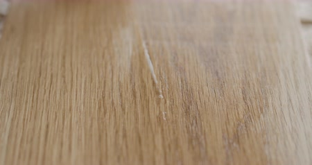 lak : Slow motion applying oil finish to oak surface with cloth Stockvideo