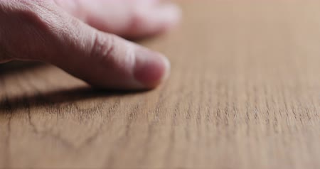 паркет : Slow motion man hand touch oil finished oak wood surface