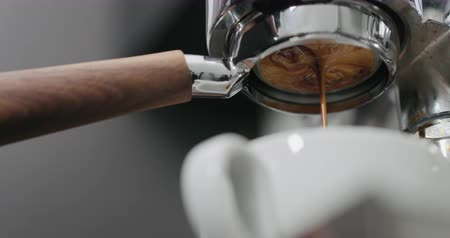 portafilter : low angle shot of espresso extraction with bottomless portafilter Stock Footage