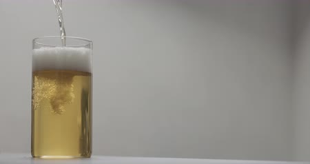 cidra : Slow motion pour apple cider into glass on terrazzo countertop with copy space Vídeos