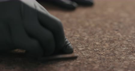 duvar kağıdı : Slow motion man hands in black gloves sand dark cork surface