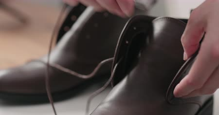 veter : Slow motion lacing chukka boots after maintenance