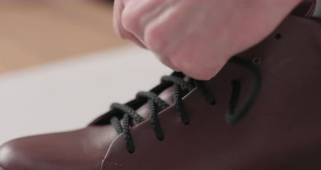 veter : Slow motion lacing sneakers after maintenance