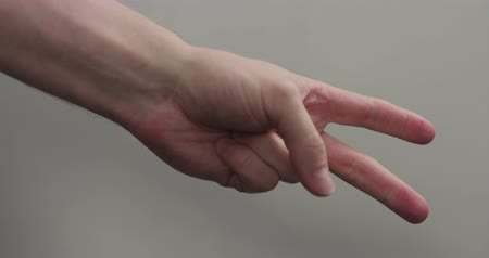 kciuk : Slow motion man hand counting closeup