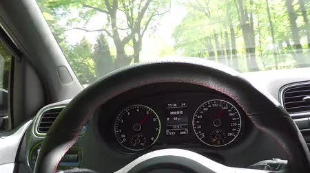 osoba : Very fast twin turbocharged sports car accelerated rates fast first person view from the driver cockpit dashboard showing the wheel and dials with the kilometers per hour and the RPM of the engine sound great 4k Wideo