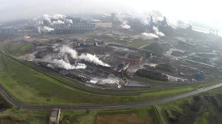 район : Drone arrives at industrial site heavy smoke from chimneys or heavy industry aerial drone flying over very stable flight and beautiful view above from dirty exhaust area bad for the environment 4k