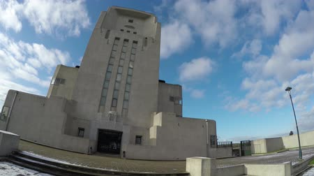 architektura : Footage camera pan right to left old abandoned communication facility art deco style architecture gray white building looks like modern church or cathedral camera tilt front of main building 4k Wideo