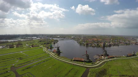 голландский : Zaanse Schans aerial overview from sky showing river Zaan and collection of well-preserved historic windmills and houses Zaanse Schans is one of the popular tourist attractions of the Netherlands 4k