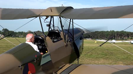 wwi : Old world war one airplane biplane driving off fixed-wing aircraft with two main wings stacked one above the other place for two people to pilot plane very good condition grass airfield 4k quality Stock Footage