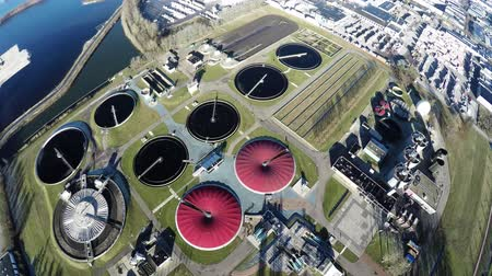 kanalizacja : Aerial top down view flying over wastewater treatment plant also known as sewage treatment plant or sewage treatment plant works for sewage treatment process removing contaminants from wastewater 4k Wideo