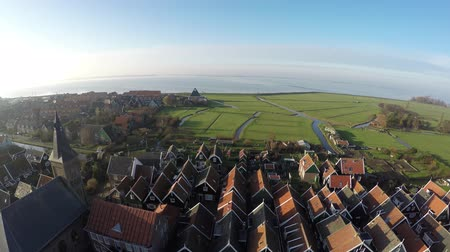 charakteristický : Aerial of Marken flying over homes and church suits typical Dutch village it forms peninsula in the Markermeer and was formerly island in the Zuiderzee characteristic wooden houses are a tourist attraction 4k