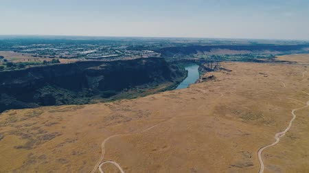 외륜 : Perrine Bridge in Twin Falls, Idaho with a BASE Jumper 무비클립