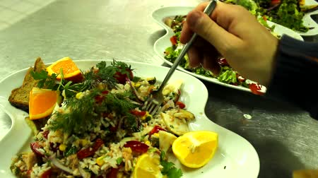 sağlıklı beslenme : eating lovely healthy  vegetables eating salad appetizer Stok Video