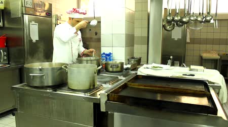 mutfak malzemesi : chef in the action in kitchen