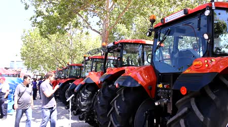adil : Tractor fair Stok Video
