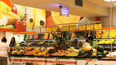 супермаркет : fruits vegetables market store place grocery Стоковые видеозаписи