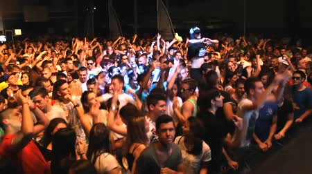 koncert : fans crowd disco party clubbing festival