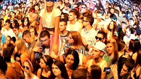 вентилятор : fans crowd disco party clubbing festival