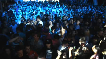 estalo : crowd mixing music  Dee jay  at disco party clubbing festival Vídeos