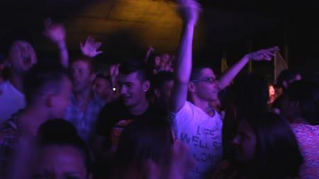 torcendo : crowd mixing music  Dee jay  at disco party clubbing festival Stock Footage