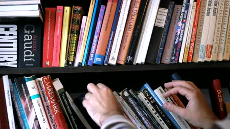 cover : browsing book collection Stock Footage