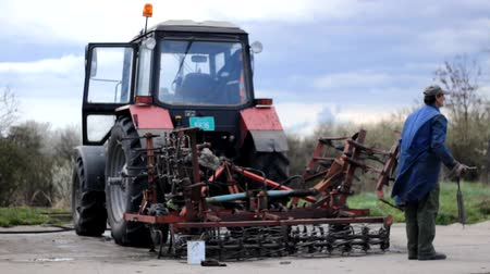 trator : Reparing the Tractor
