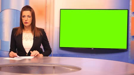 сообщить : TV presenter ,Green Screen background