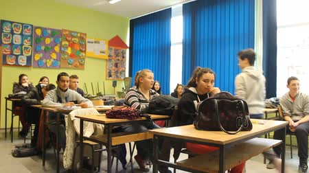 középiskola : School class teenage students