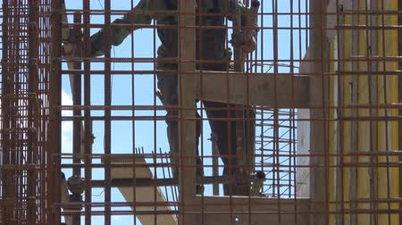 tyč : workers on construction building site