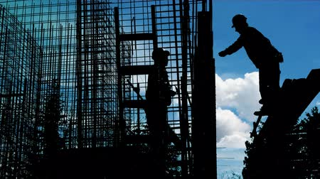 montáž : Worker silhouette on the construction site