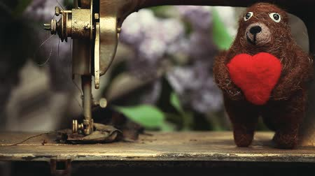 amigurumi : Wool Bear Heart Sewing Machine