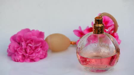 lényeg : Glass perfume bottle water drops rose flowers hd