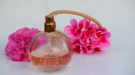 сущность : Glass perfume bottle water drops rose flowers hd
