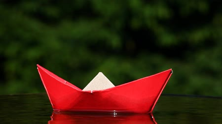 tekne : Red paper boat autumn garden Stok Video