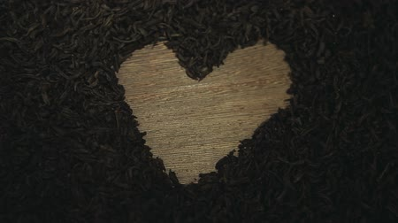 makro fotografie : black tea heart symbol wooden table nobody hd footage