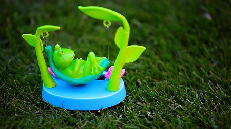 žába : plastic frog hammock grass background hd footage