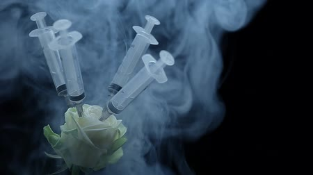 flower syringe smoke dark background hd footage Stock mozgókép