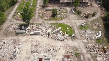 lebontották : Aerial drone view of old demolished industrial building. Pile of concrete and brick rubbish, debris, rubble and waste of destruction ruins of abandoned actory or plant. Earthquake city landscape Stock mozgókép