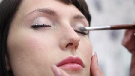 atenção : Eye make up woman, close up. Shallow depth of field. Stock Footage