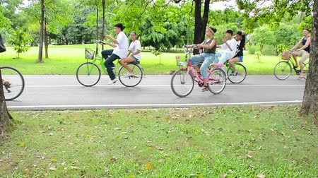sport dzieci : Group of people are riding on their bicycle in the public park for relaxation