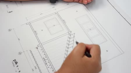 дизайн : An architect is designing a handrail for a stairway in his architect plan of a building Стоковые видеозаписи